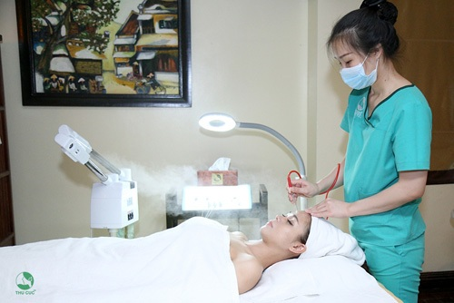 Không chỉ mang lại hiệu quả chăm sóc da, chị em còn  tin tưởng lựa chọn Thu Cúc vì thái độ phục vụ chuyên nghiệp tận tình,