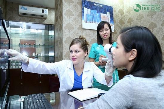 Trước khi điều trị mụn tại Thu Cúc, chị em sẽ được chuyên viện thăm khám, tư vấn để lựa chọn phương pháp và liệu trình phù hợp nhất