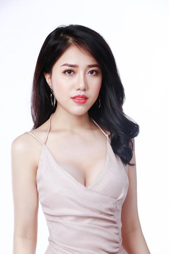 """Không khoe ngực """"mới"""" quá """"lố"""", Khánh Linh vẫn đốt mắt người nhìn với những thiết kế váy tôn vóc dáng và vòng 1"""