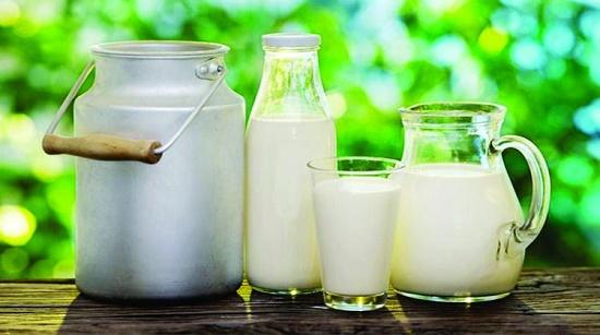 Không chỉ tốt cho sức khỏe, sữa tươi còn giúp chị em sở hữu làn da trắng hồng, mịn màng