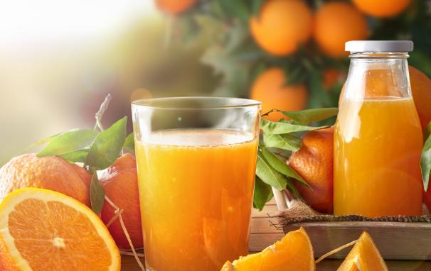 Bột đậu đỏ kết hợp với nước cam cũng giúp làm đẹp da hiệu quả