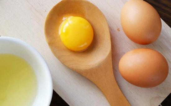 """Trứng gà không chỉ là thực phẩm bổ dưỡng mà còn làn """"bạn thân"""" của nhan sắc"""