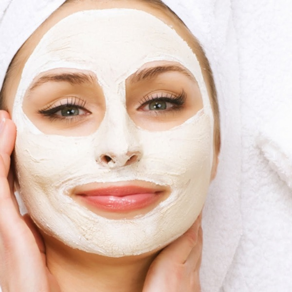 Mặt nạ sữa chua nguyên chất là một mẹo cực kì đơn giản để làm trắng mịn da