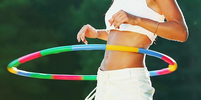 Lắc vòng là phương pháp giảm eo hiệu quả nhưng cần kiên trì
