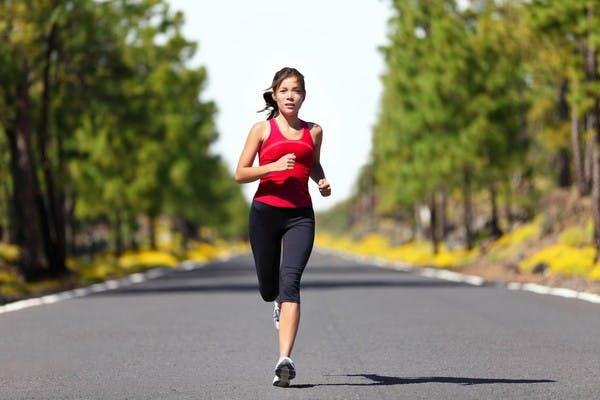 Đi bộ hoặc chạy bền là các giảm size bắp chân 4 cm tốt nhấtĐi bộ hoặc chạy bền là các giảm size bắp chân 4 cm tốt nhất