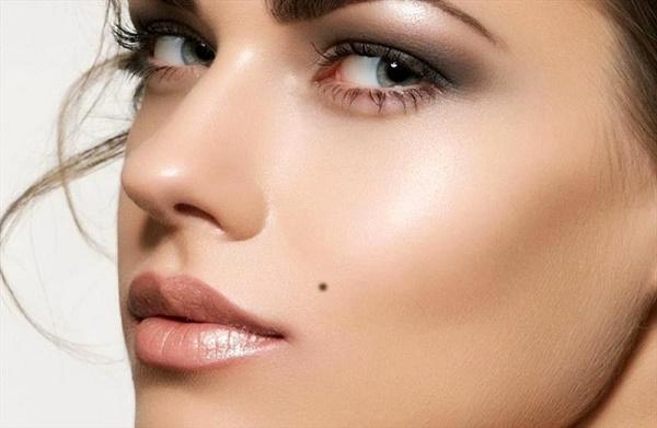 Cách an toàn nhất để tẩy nốt ruồi trên mặt là sử dụng công nghệ laser