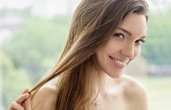 Một trong những công dụng của trà xanh trong làm đẹp là giảm rụng tóc
