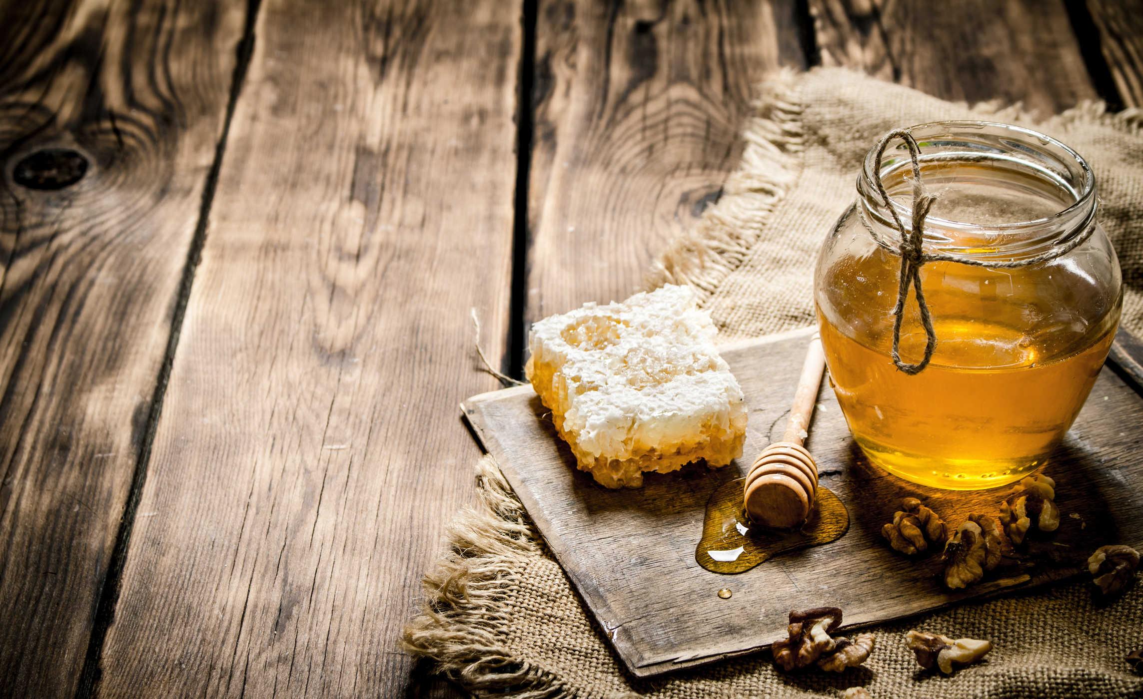 Bạn sẽ ngạc nhiên với những công dụng làm đẹp của mật ong