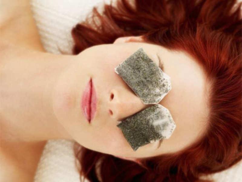 Trà xanh giúp làm giảm quầng thâm và bọng mắt