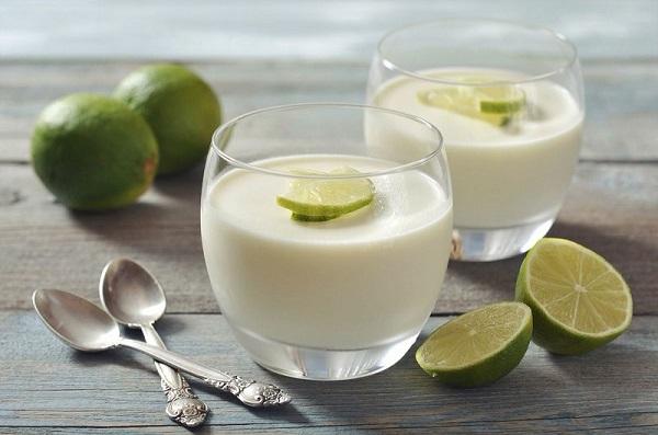 Sự kết hợp với sữa chua và nước cốt chanh giúp làm trắng da
