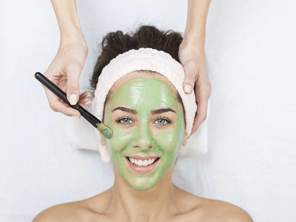 Đắp mặt nạ bằng bột trà xanh để dưỡng da