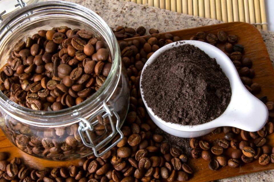 Vì sao nên tảy da chết với bã cà phê?
