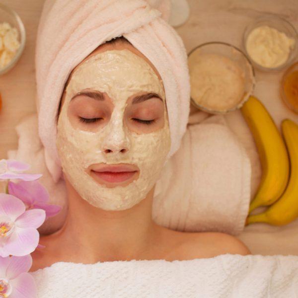 Chuối giúp khắc phục những khuyết điểm về mụn trên làn da