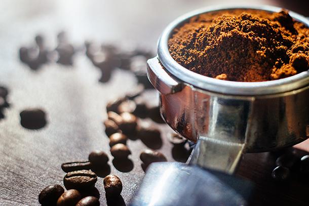 Dùng bã cà phê để chăm sóc cho tóc và da