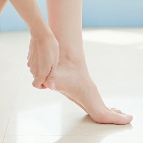 Dùng vỏ chuối để chà và điều trị nút gót chân