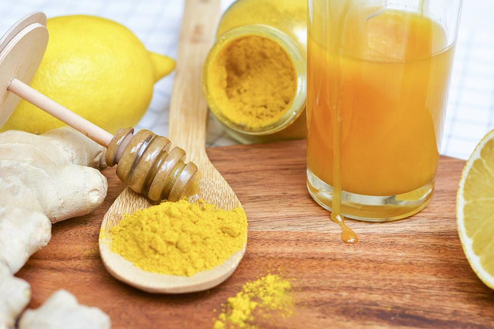 Cách làm trắng da bằng bột nghệ, chanh và mật ong dành cho da nhờn