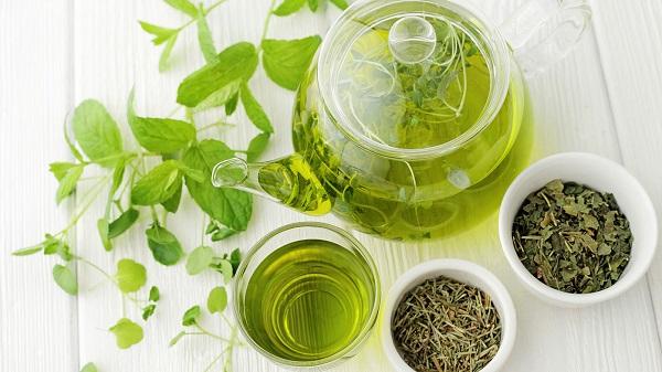 Uống trà xanh cũng có tác dụng tốt cho sức khỏe và làn da