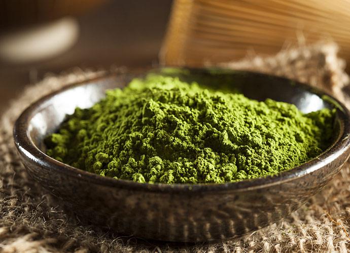 Bột trà xanh dùng để đắp mặt giúp chống lão hóa