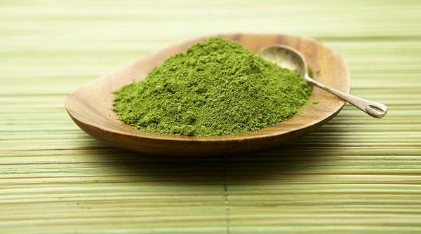 Dùng bột trà xanh để làm đẹp da