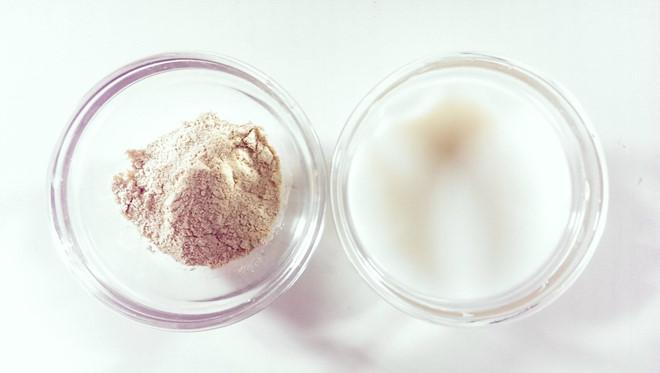 Tắm và mát xa toàn thân bằng bột đậu đỏ rất hiệu quả trong việc mang lại và làm sáng da.