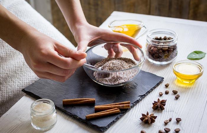 Bã cà phê, bột quế và đường giúp phục hồi làn da mệt mỏi