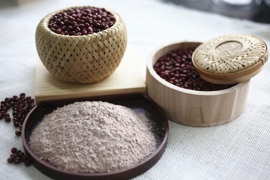 bột đậu đỏ trị mụn