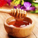 """Công thức rửa mặt bằng mật ong cho làn da """"hồi xuân"""""""