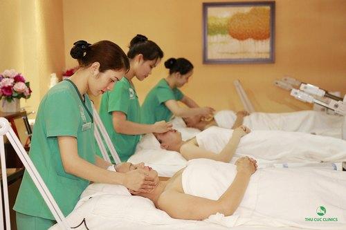 Chăm sóc da tại cơ sở thẩm mỹ uy tín để nhanh chóng sở hữu làn da tươi tắn.