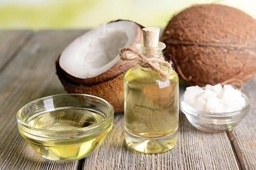 Dầu dừa nuôi dưỡng da trắng mịn, giảm thâm nám, loại bỏ hắc tố
