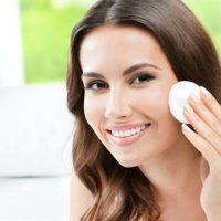 Chăm sóc da mặt sau sinh tại nhà là vấn đề được nhiều chị em tìm hiểu.