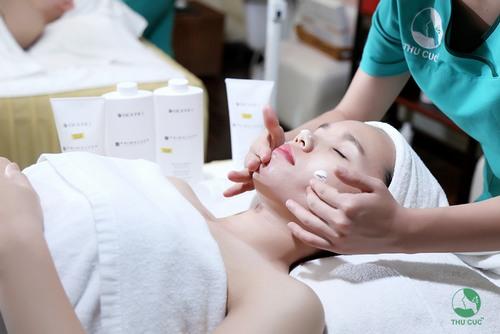Một bí quyết mà nhiều chị em hiện đại đã áp dụng đó là thực hiện chăm sóc da tại Bệnh viện Đa khoa Quốc tế Thu Cúc.