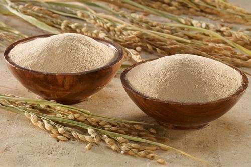 Dùng cám gạo là cách giúp mẹ loại bỏ lượng hắc sắc tố melanin, hạn chế thâm nám trên da rất hữu hiệu.