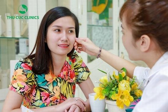 Khách hàng được chuyên viên thăm khám, tư vấn cụ thể trước khi thực hiện quá trình chăm sóc da