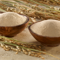 Cám gạo là nguyên liệu làm đẹp quen thuộc của chị em