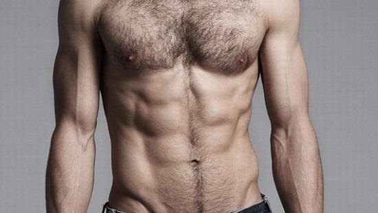 Quan niệm về lông bụng nam giới ở phương Đông và phương Tây thường khác nhau