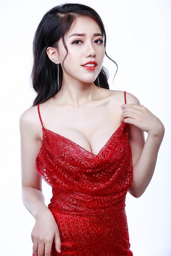 """Thừa nhận nâng ngực, Linh tung nhiều ảnh sexy """"phát hờn"""""""