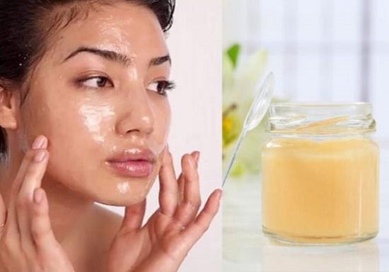 Với làn da khỏe mạnh, bạn có thể thoa trực tiếp sữa ong chúa lên da và massage nhẹ nhàng