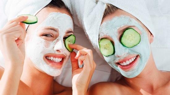 Đắp mặt nạ sữa chua không đường với tần suất vừa đủ, hợp lý sẽ không hề gây cảm giác khô hay bào mòn da, mà sẽ giúp làn da của bạn tái sinh